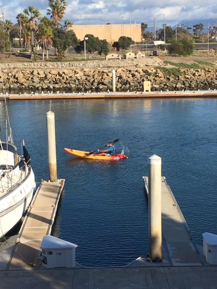 Erste Kayaktour für Yves im heimischen Hafen