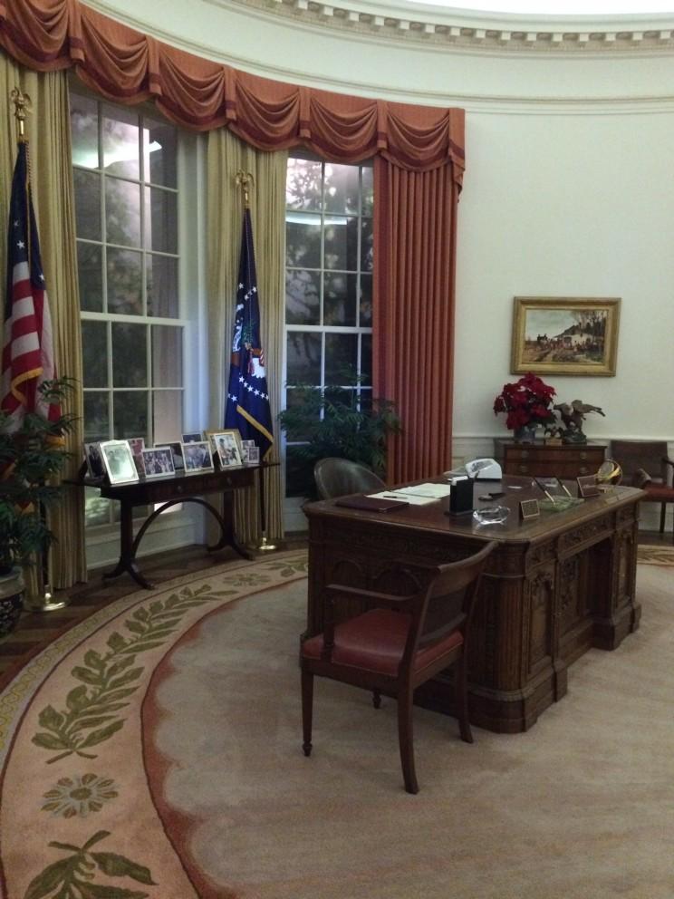 """Das """"Oval Office"""" in seinen Originalmaßen und der Einrichtung aus der Reaganamtszeit"""