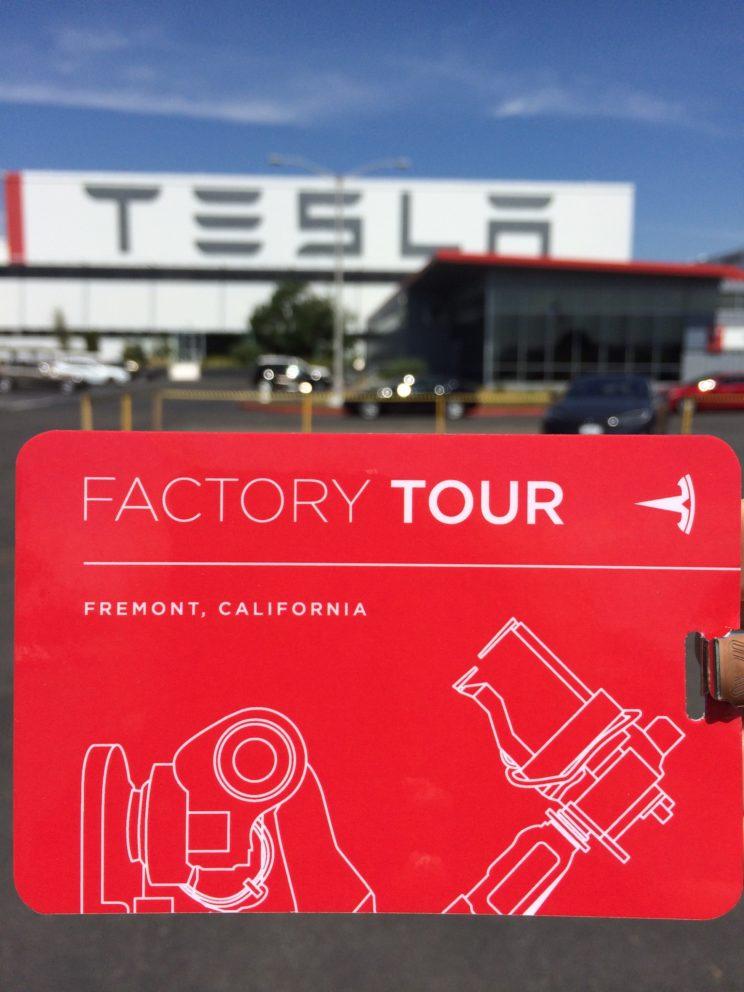 Tesla-Werk in Fremont und unserer Ausweis