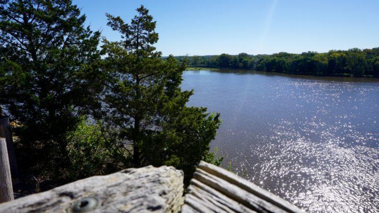 Blick auf den Illinois River vom Wanderweg des Buffalo Rock State Parks